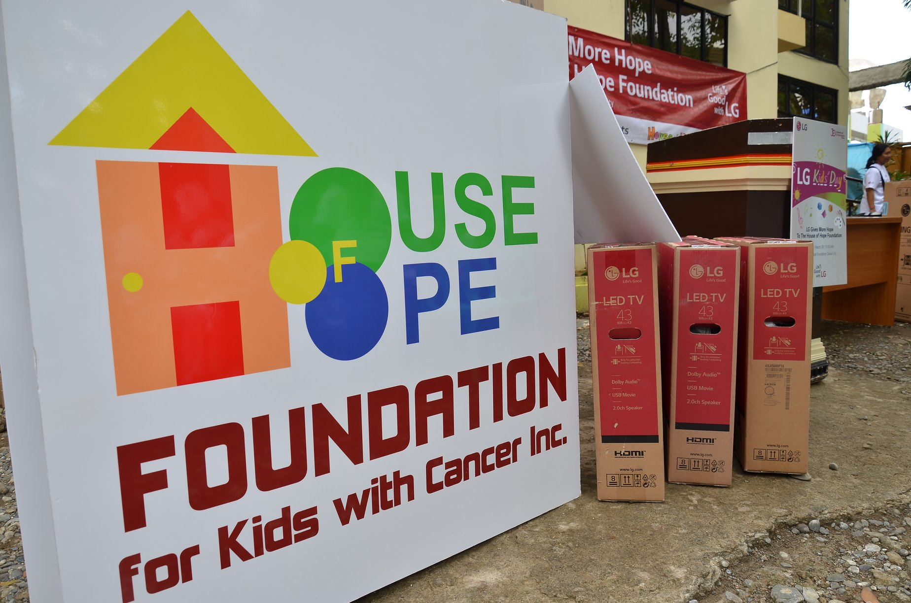 LG Kids Day at House of Hope Donation